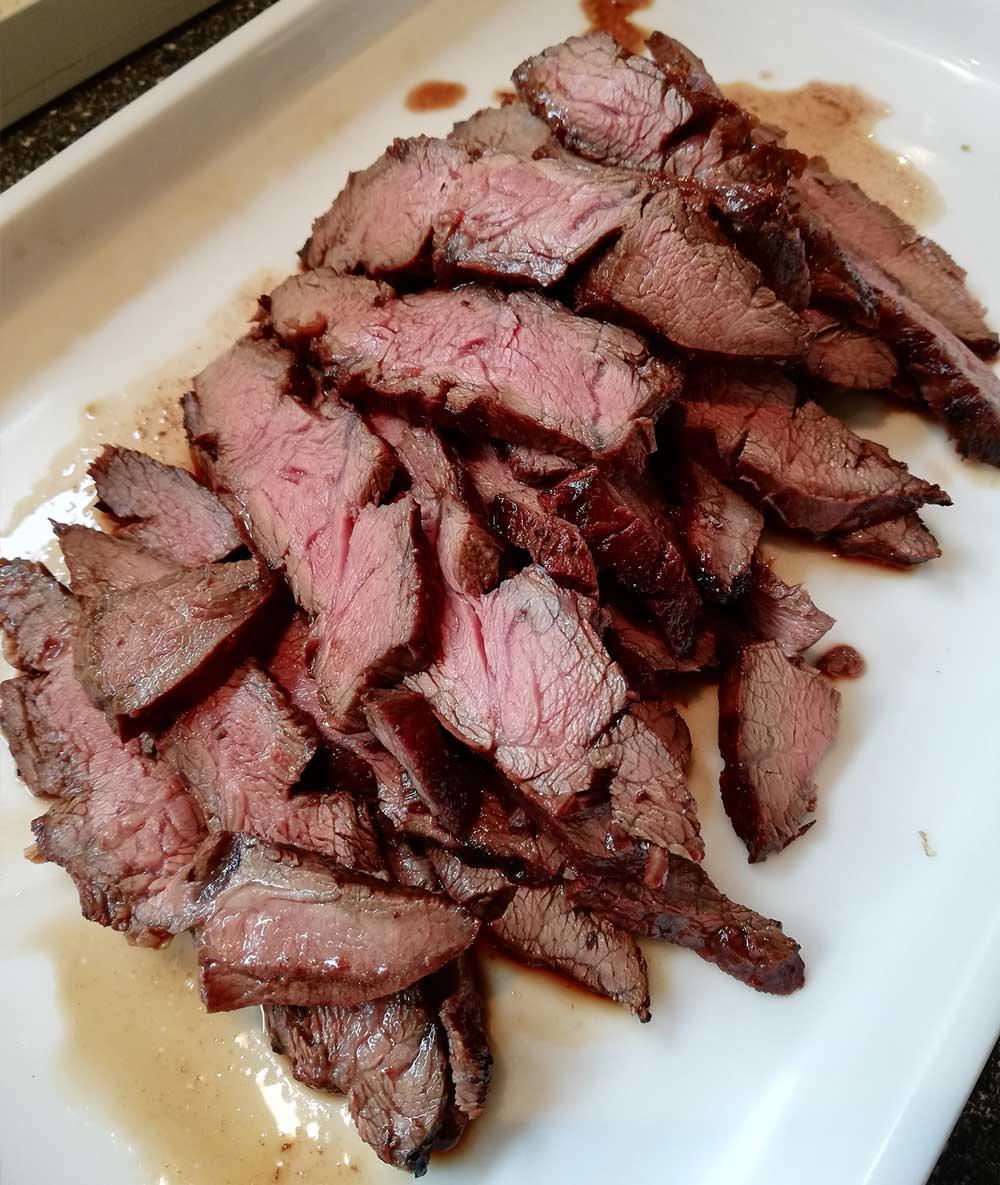 Flanksteak_Asiatischer-Salat-mit-gegrilltem-Gallowayfleisch_Unser-Galloway-4COAjIx5DpDXf3