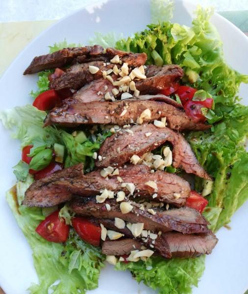 Flanksteak_Asiatischer-Salat-mit-gegrilltem-Gallowayfleisch_Unser-Galloway-1NIbMLF6ocCPVo